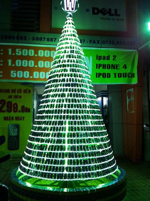 http://www.allwelike.com/wp-content/uploads/2011/12/cellphone-christmas-tree.jpg